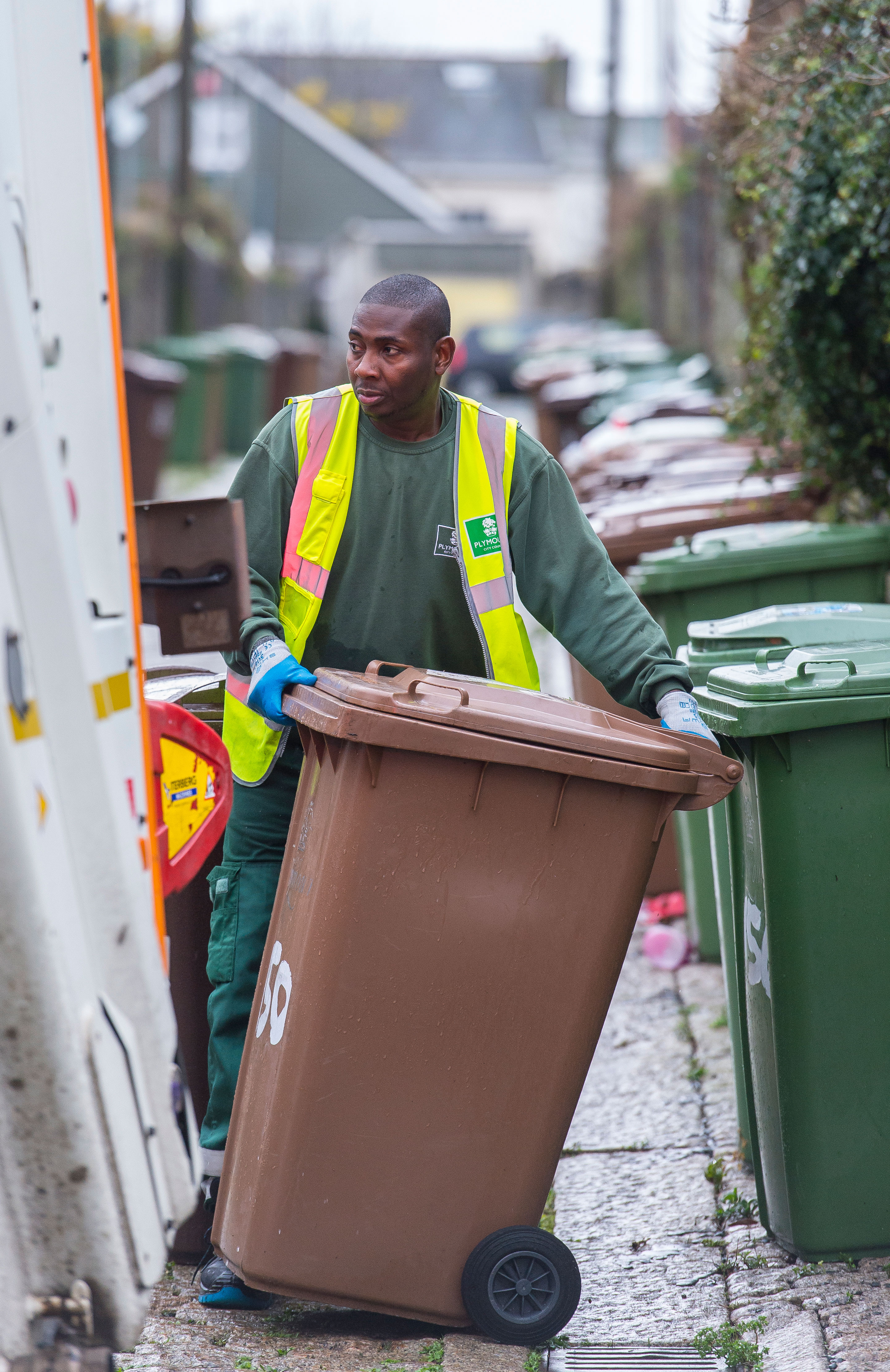 Refuse collector with brown bin